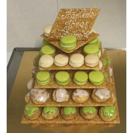 Pyramide Choux Et Macarons Gâteau De Naissance Aux Douceurs Sucrées Polliat